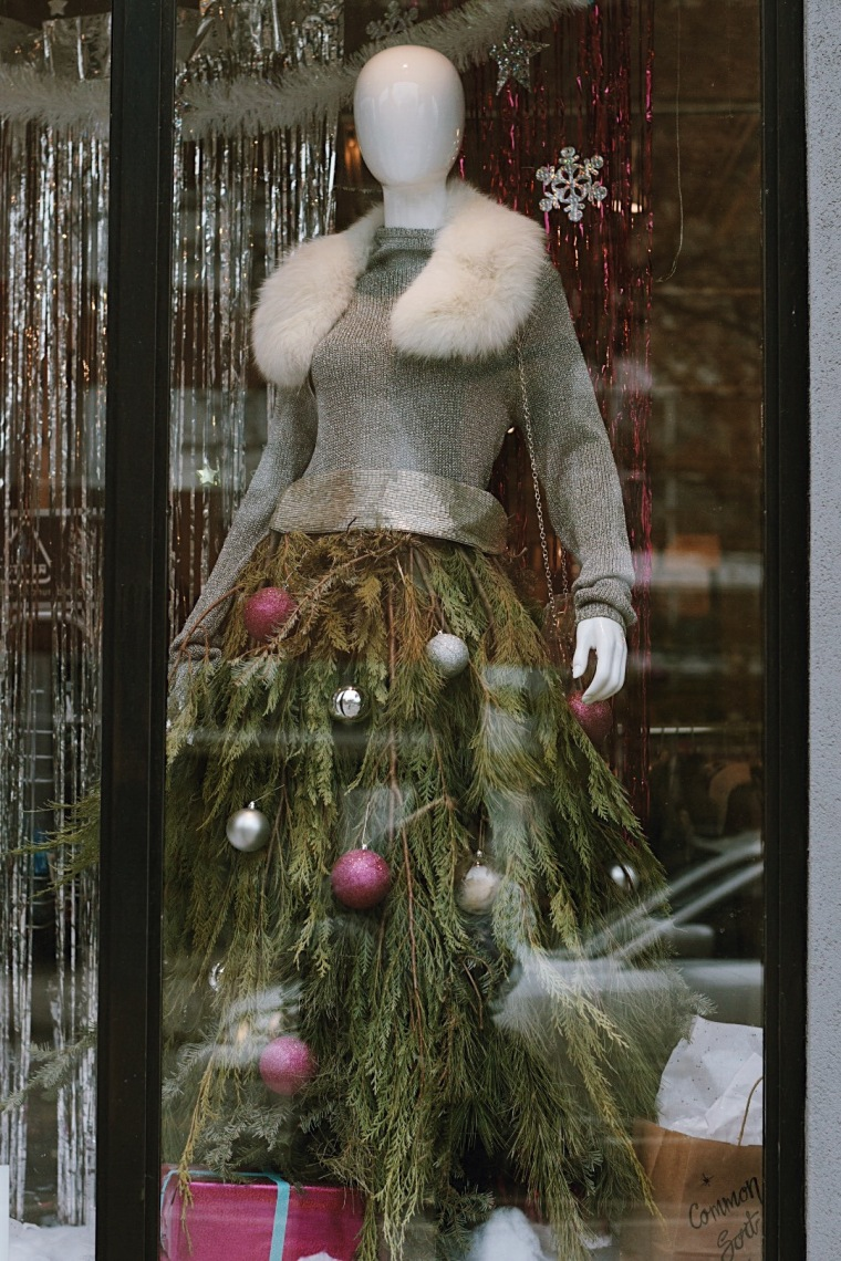Common Sort | Holiday Window